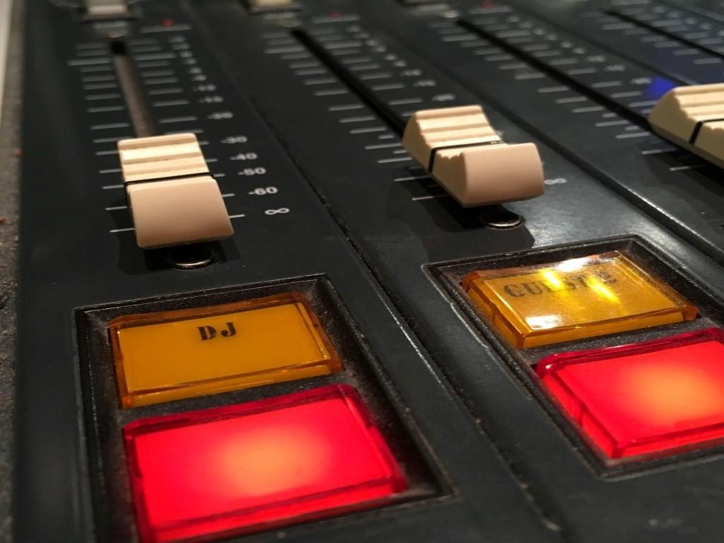 mengpaneel-studio-radio